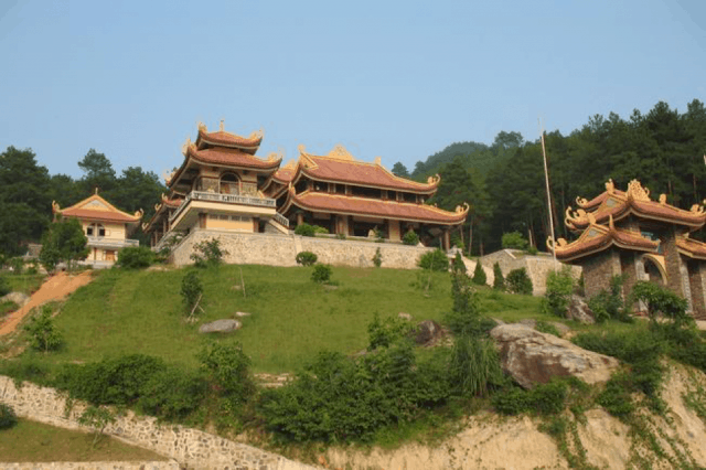 Thiền Viện Trúc Lâm Đà Lạt nằm trên đồi cao