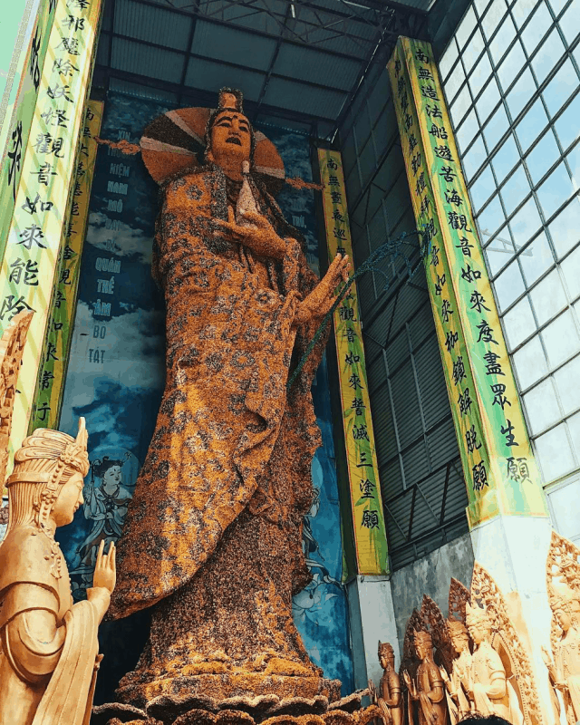 Bảo đài Quan Thế Âm Bồ tát tại Chùa Linh Phước
