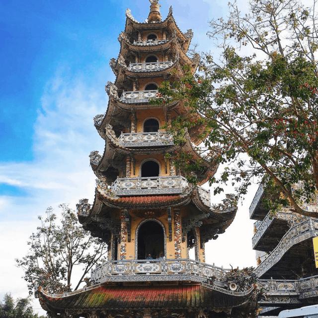 Tháp chuông chùa Linh Phước
