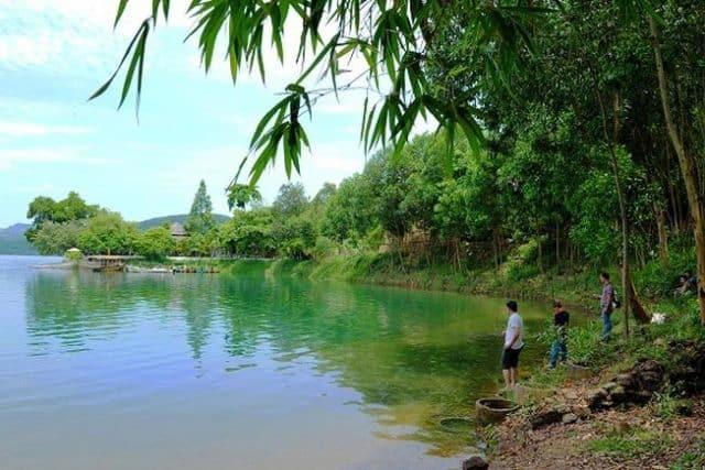 hồ nước hồ Phú Ninh