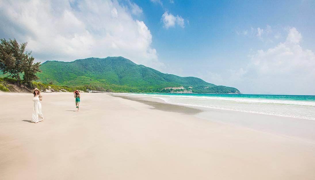 Dạo bộ trên những dải cát bãi dài tại nha trang