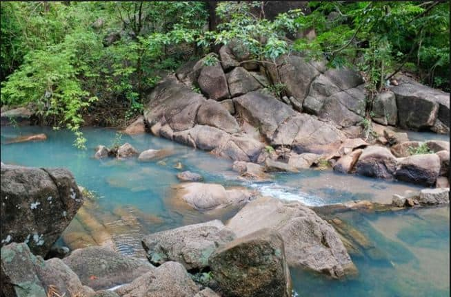 Dòng nước xanh mát Suối Tiên núi Dinh Bà Rịa