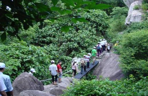 Tham quan núi Minh Đạm