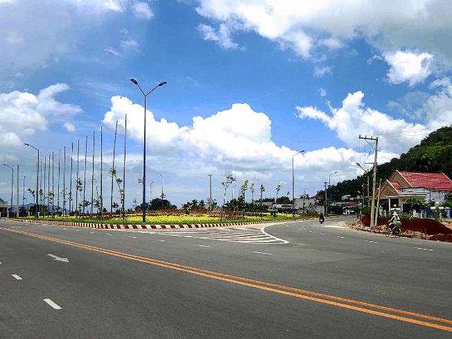 Vòng xoay trung tâm - lối rẽ vào Long Sơn