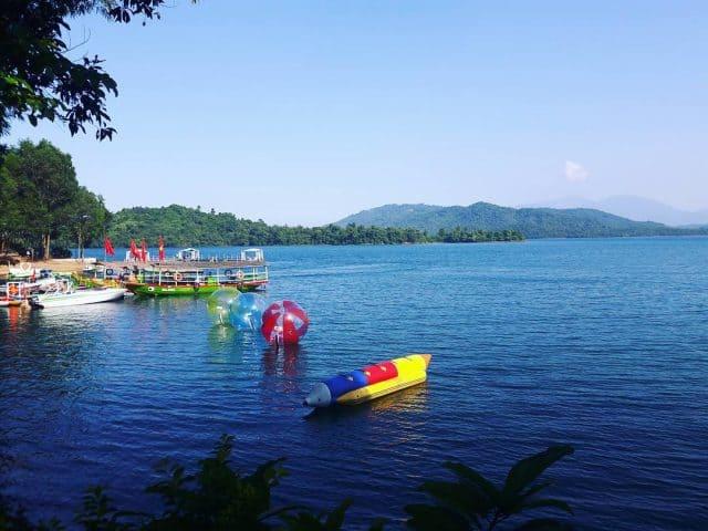 vui chơi trên hồ Phú Ninh