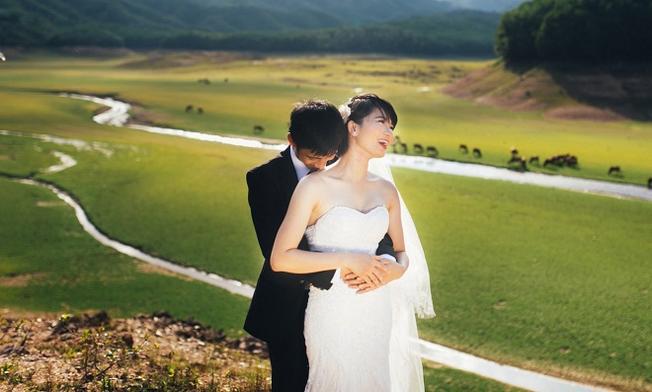 Hồ Hòa Trung là địa điểm chụp ảnh cưới ưa thích của các cặp đôi