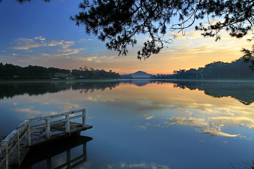 Hồ Nam Phương vào buổi sáng sớm