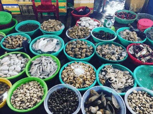 Thoải mái mua hải sản tươi ngon tại đây với giá khá rẻ