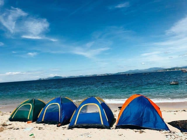 Ngủ đêm trên bãi biển Cù Lao Xanh trong lều