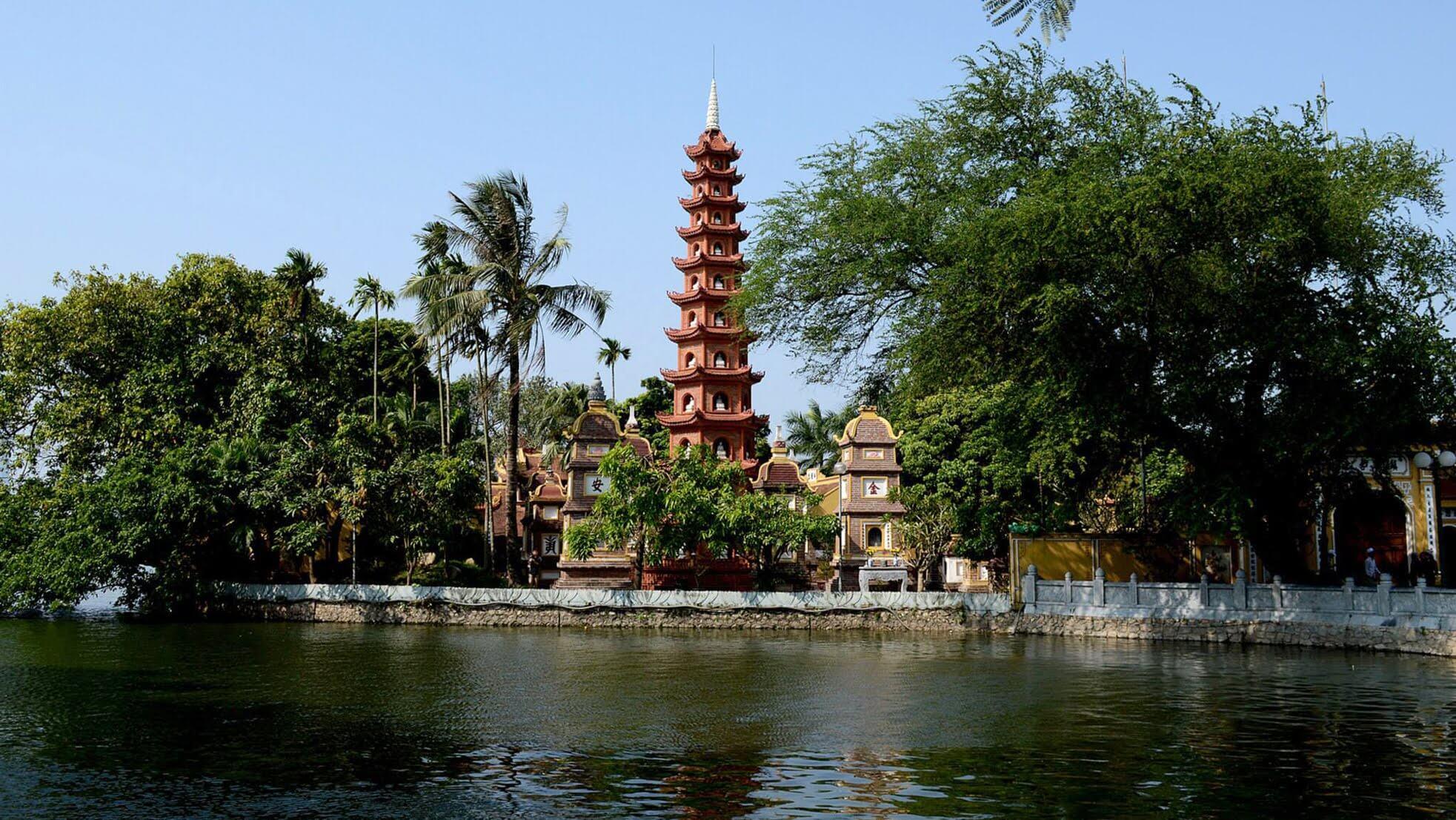 Chùa Trấn Quốc một trong những địa điểm du lịch đẹp ở Hà Nội