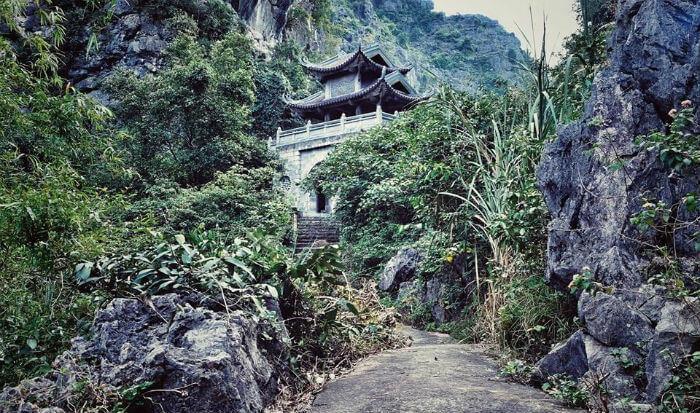 Động chùa Am Tiên Ninh Bình