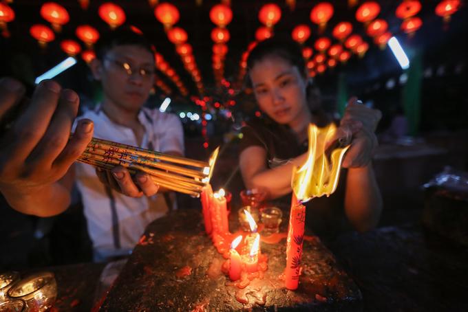 Đến 8 giờ là hết giờ cầu nguyện chùa Ngọc Hoàng ở thành phố Hồ Chí Minh