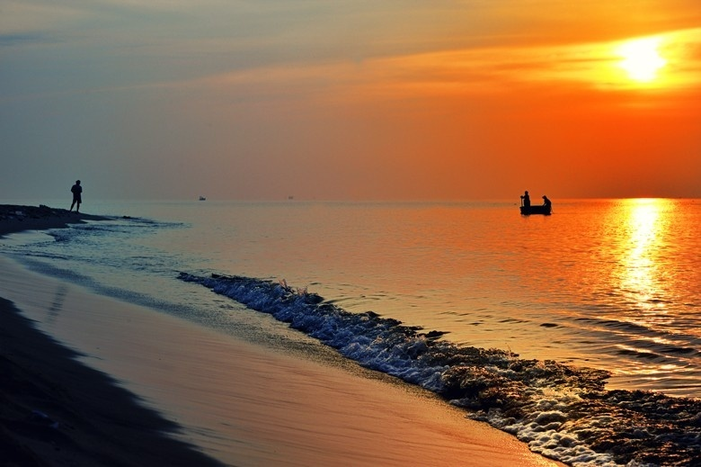 Bình minh trên biển (Nguồn sưu tầm)