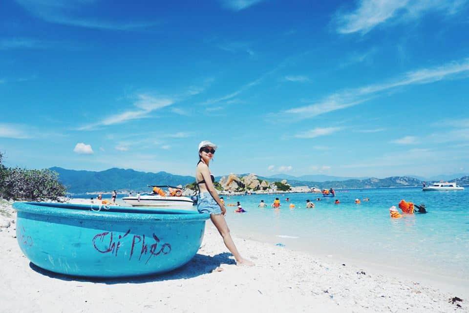 Check-in tại bãi tắm biển đảo Bình Ba ( Ảnh: ST)