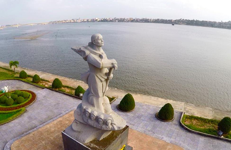 Tượng đài mẹ Suốt - địa điểm du lịch Quảng Bình