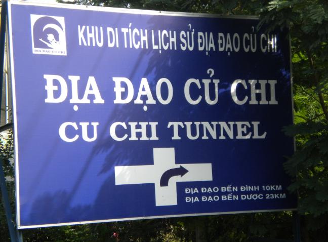 Biển chỉ dẫn cách đi Địa đạo Củ Chi Hồ Chí Minh
