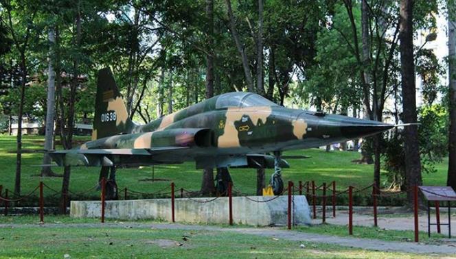 Máy bay f5e