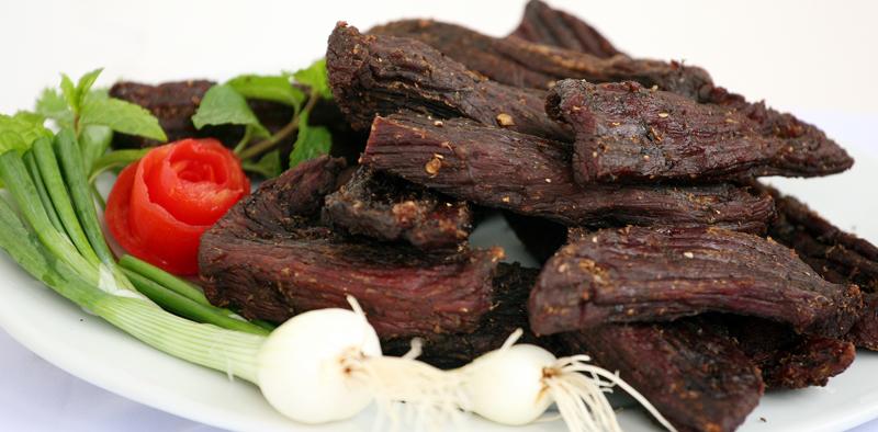 Thịt trâu gác bếp hấp dẫn