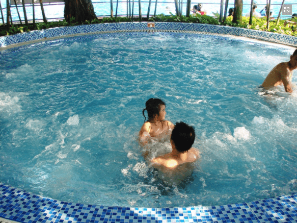 Cảm giác thư giãn tuyệt vời trong hồ massage