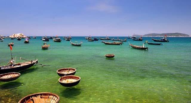 Bãi Làng với hình ảnh những chiếc thuyền (Ảnh: Sưu tầm)