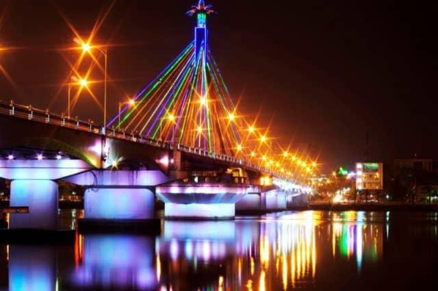 Ngắm nhìn cầu quay sông Hàn từ một góc sông Hàn (ảnh sưu tầm)