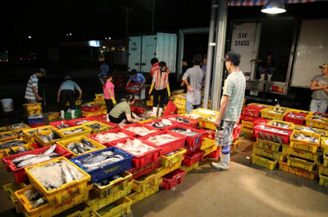 """Chợ hải sản tươi sống sài gòn """"Bình Điền thường nhật"""""""