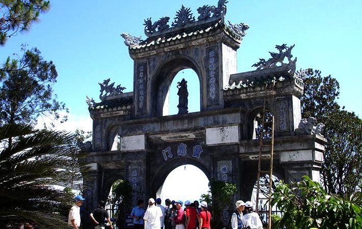 Cổng chùa Linh Ứng Bà Nà