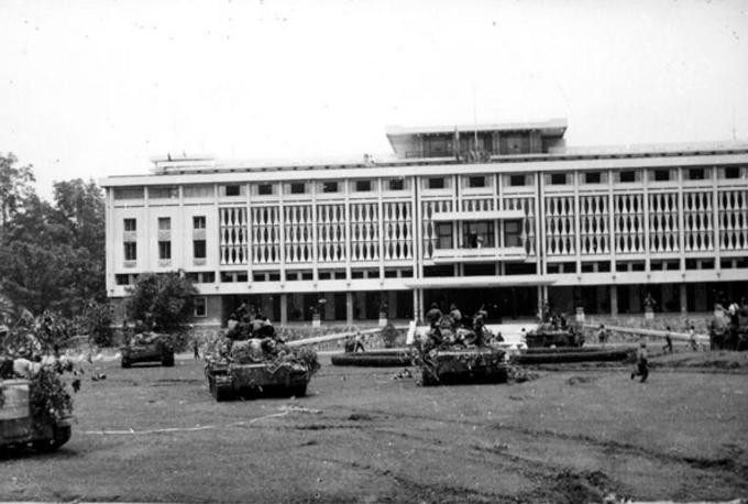 Cảnh tưởng hào hùng Dinh Độc Lập ngày 30/04/1975