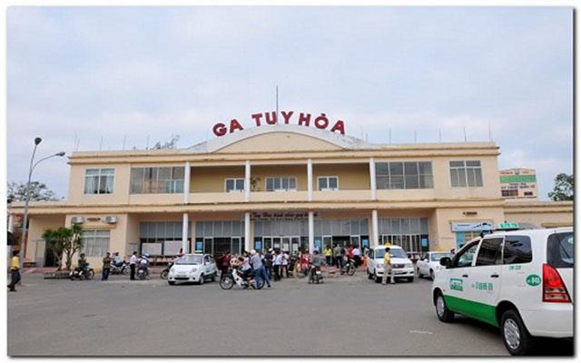 Có thể di chuyển bằng tàu hỏa từ Hà Nội và Sài Gòn tới Phú Yên (Ảnh: sưu tầm)