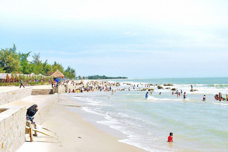 Bãi biển Bình Châu thu hút đông đảo du khách (Ảnh: Sưu tầm)