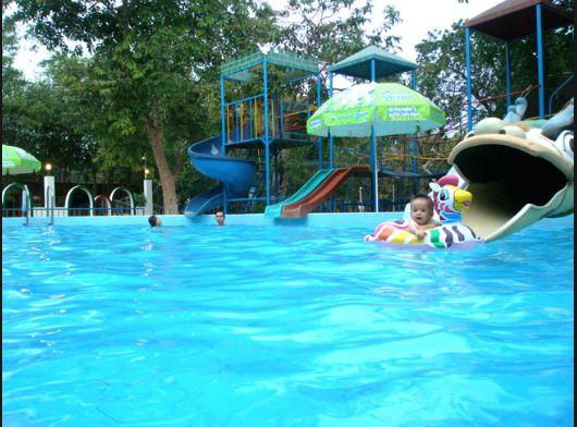 Hồ bơi, khu vui chơi trẻ em