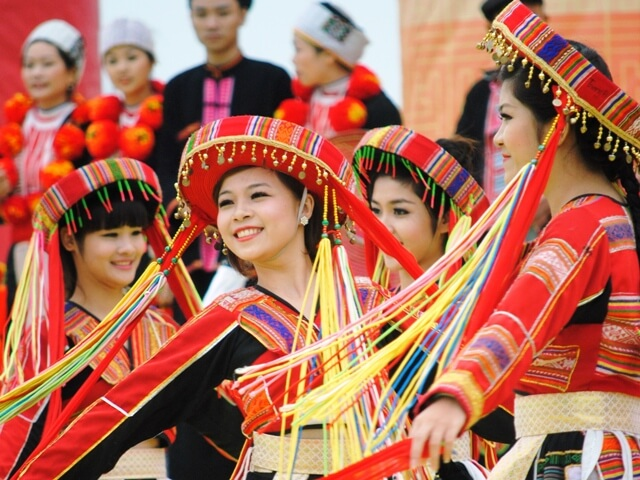 lễ hội truyền thống ở làng văn hóa các dân tộc việt nam