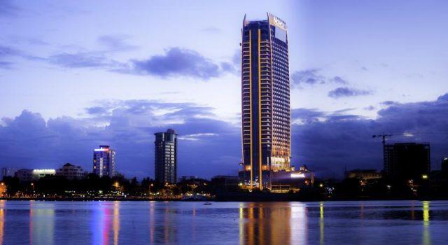 Vẻ đẹp khách sạn khi nhìn từ sông Hàn