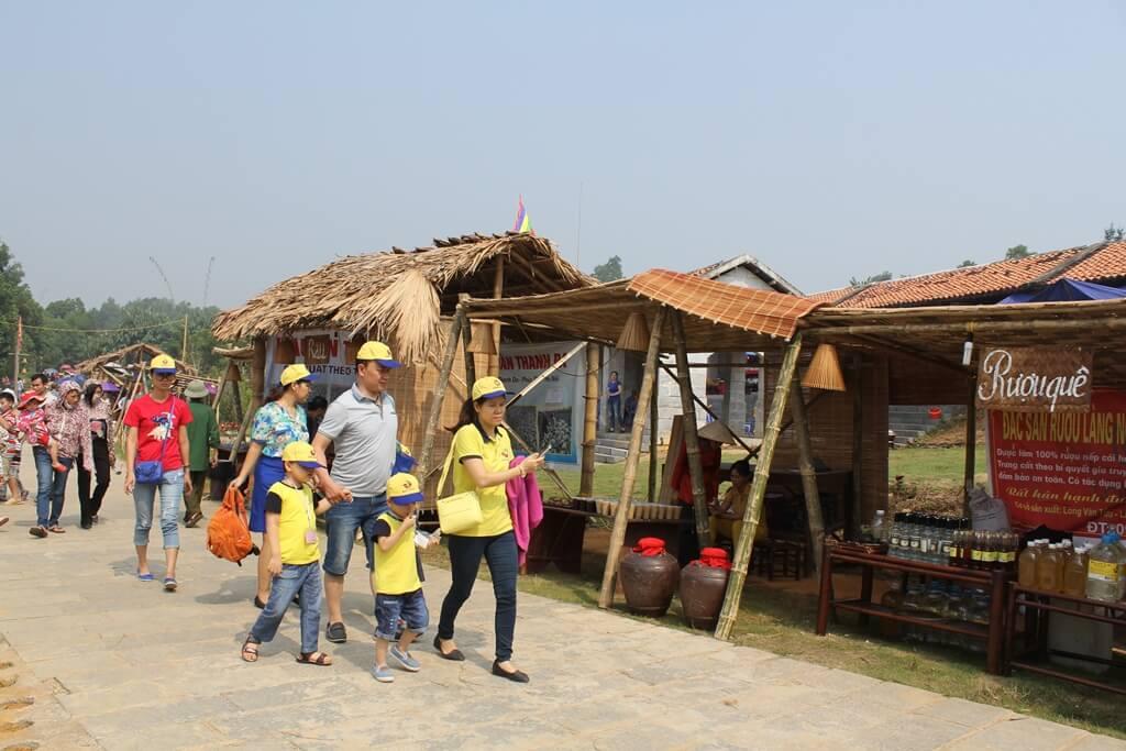 Tham quan làng văn hóa các dân tộc Việt Nam