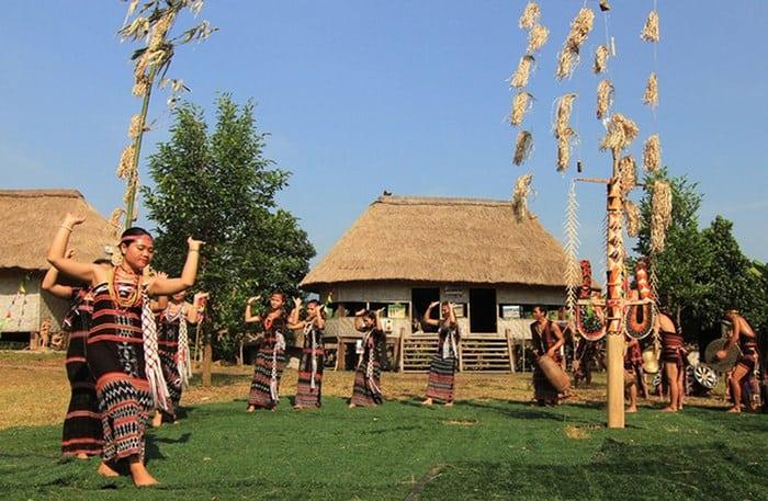 Kết quả hình ảnh cho hình ảnh du lịch làng văn hóa các dân tộc