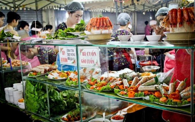 Tham quan chợ Bến Thành thưởng thức đặc sản Gỏi Cuốn