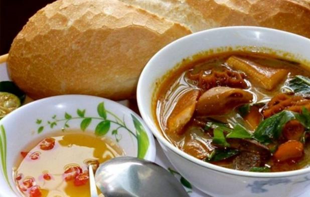Bánh mì Phá Lấu - món ăn đặc sản của Sài Gòn