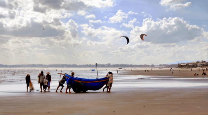 Bạn có thể thoải mái vui chơi, hoạt động tại bãi biển Long Hải
