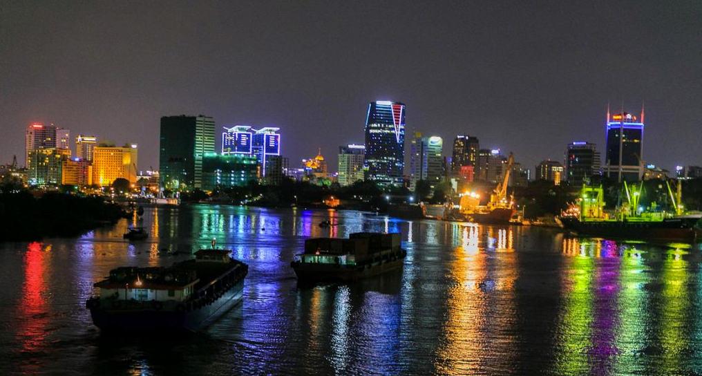 Ngắm nhìn bến Bến Bạch Đằng về đêm - địa điểm lãng mạn thành phố