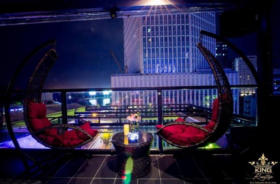 Địa điểm quán King Rooftop coffee đêm đẹp