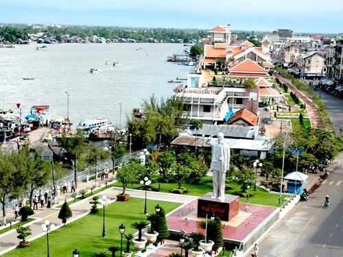 Khu du lịch Bến Ninh Kiều ban ngày (Nguồn sưu tầm)