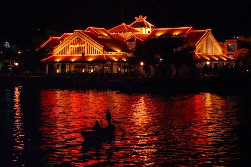 Bên Ninh Kiều ban đêm (Nguồn sưu tầm)