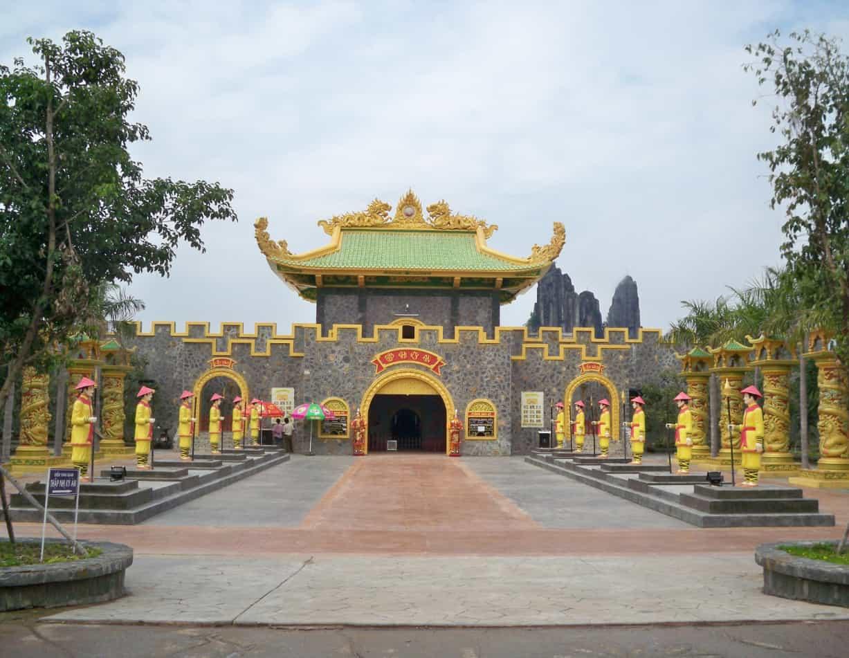 Khu du lịch Đại Nam gần Sài Gòn