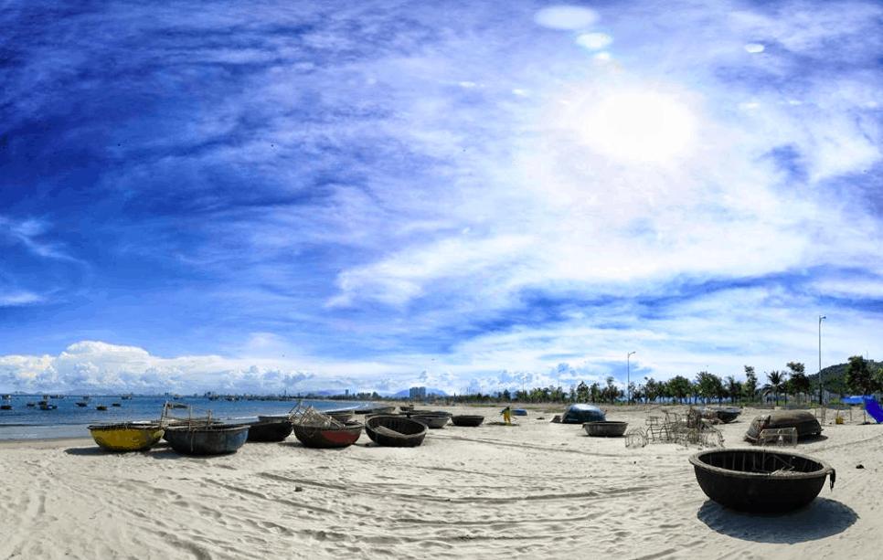 Bãi biển Mỹ Khê Quảng Ngãi với vẻ đẹp thiên nhiên ban tặng (Ảnh ST)