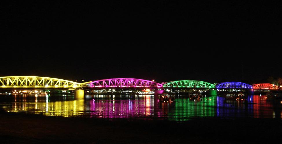 Cầu Tràng Tiền - Địa điểm du lịch Huế