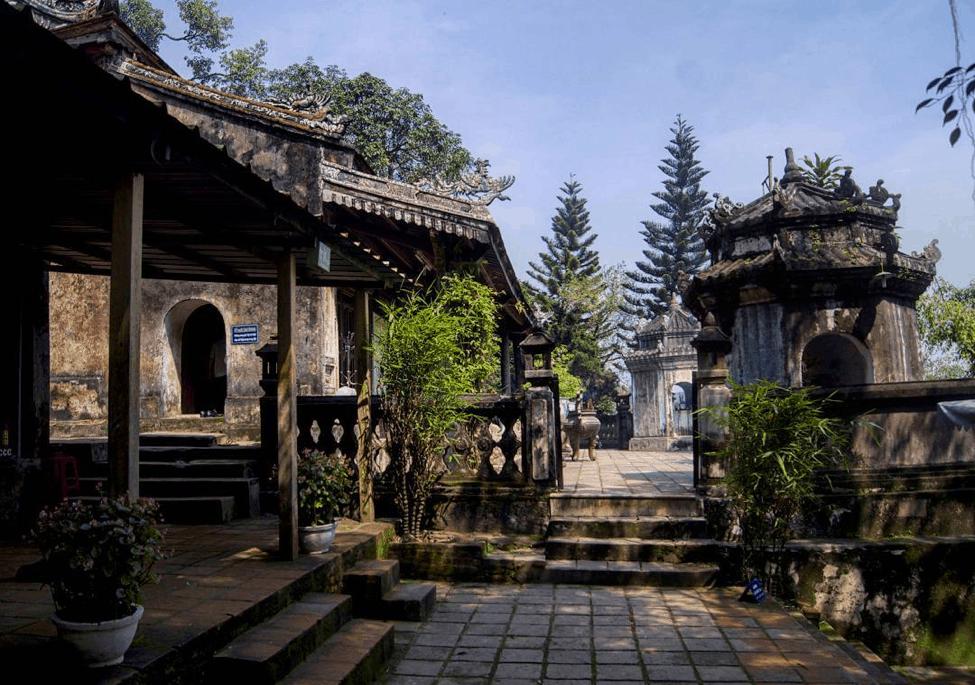 Điện Hòn Chén - địa điểm du lịch Huế