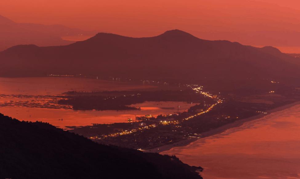 Hoàng hôn trên thành phố Đà Nẵng nhìn từ Đèo Hải Vân