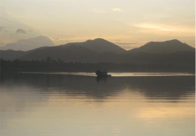Chiều hoàng hôn trên sông Hương