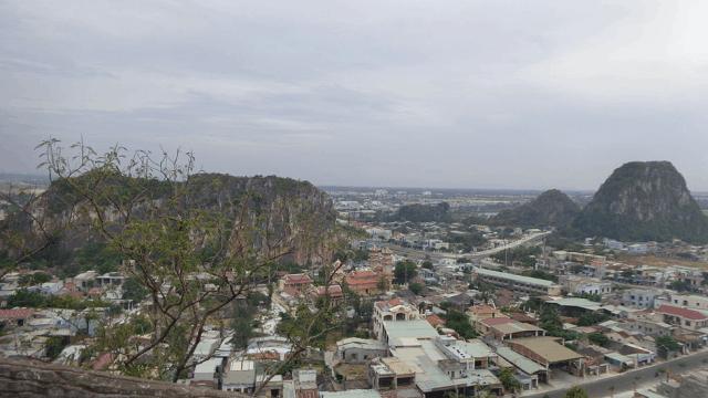 Các ngọn: Mộc Sơn - Hỏa Âm Sơn - Hỏa Dương Sơn - Kim Sơn trong cụm núi Ngũ Hành Sơn