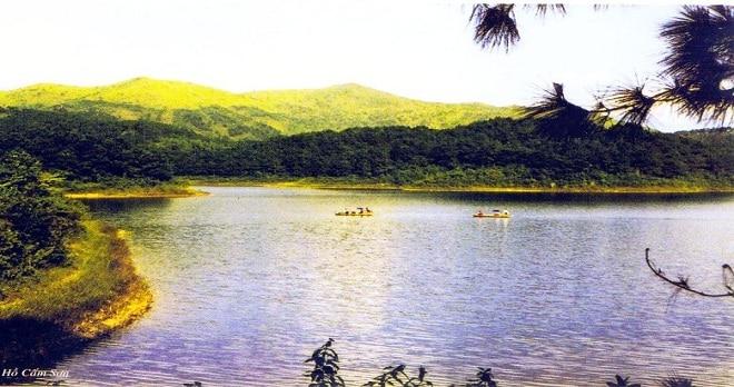 Cảnh nên thơ ở hồ Cấm Sơn